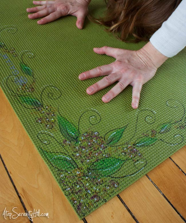 Doodling on yoga mats with fabric markers and paint • AtopSerenityHill.com